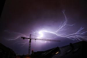 איך לייצר חשמל בבית?