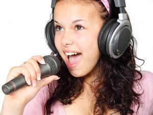 אוזניות לטלוויזיה לכבדי שמיעה - כל היתרונות