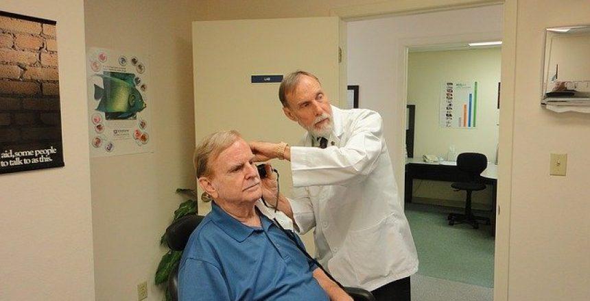 hearing-aid-1490115_640